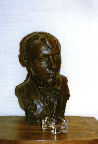 Busto de Gustavo de Maeztu